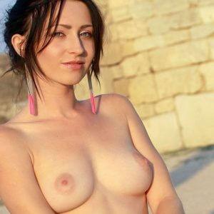 Delia - Attractive escort is dedicated to devotion to outdoor sex